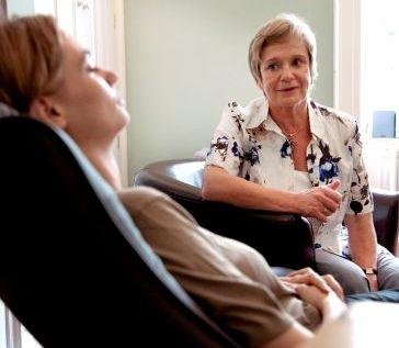 Как лечить диатез у ребенка на шеи